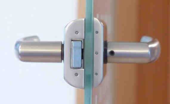 mejor cerradura de seguridad 570x350 - Cambiar cerradura de cilindro y puerta en Burgos